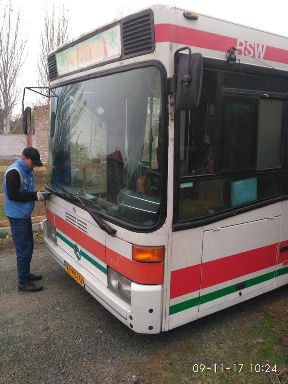 Изготовление и установка лобового стекла на автобус Mercedes 405 в Никополе