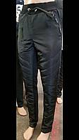 Зимние спортивные брюки женские на тинсулейте черные зауженные к низу