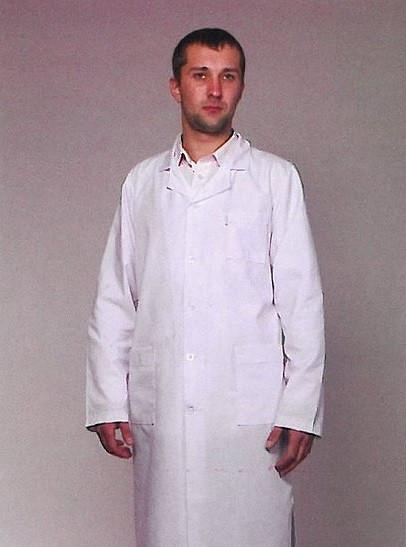 Белый медицинский халат врача классического кроя