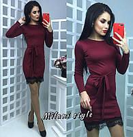 Трикотажное приталенное платье с гипюром по низу 83519