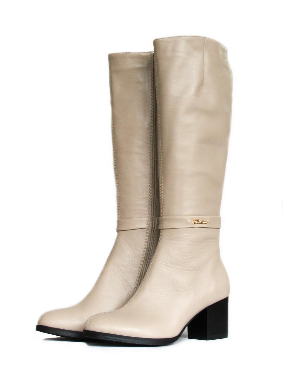 Кожаные бежевые сапоги на широком каблуке