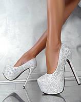 Жіночі туфлі,класичні,на підборах