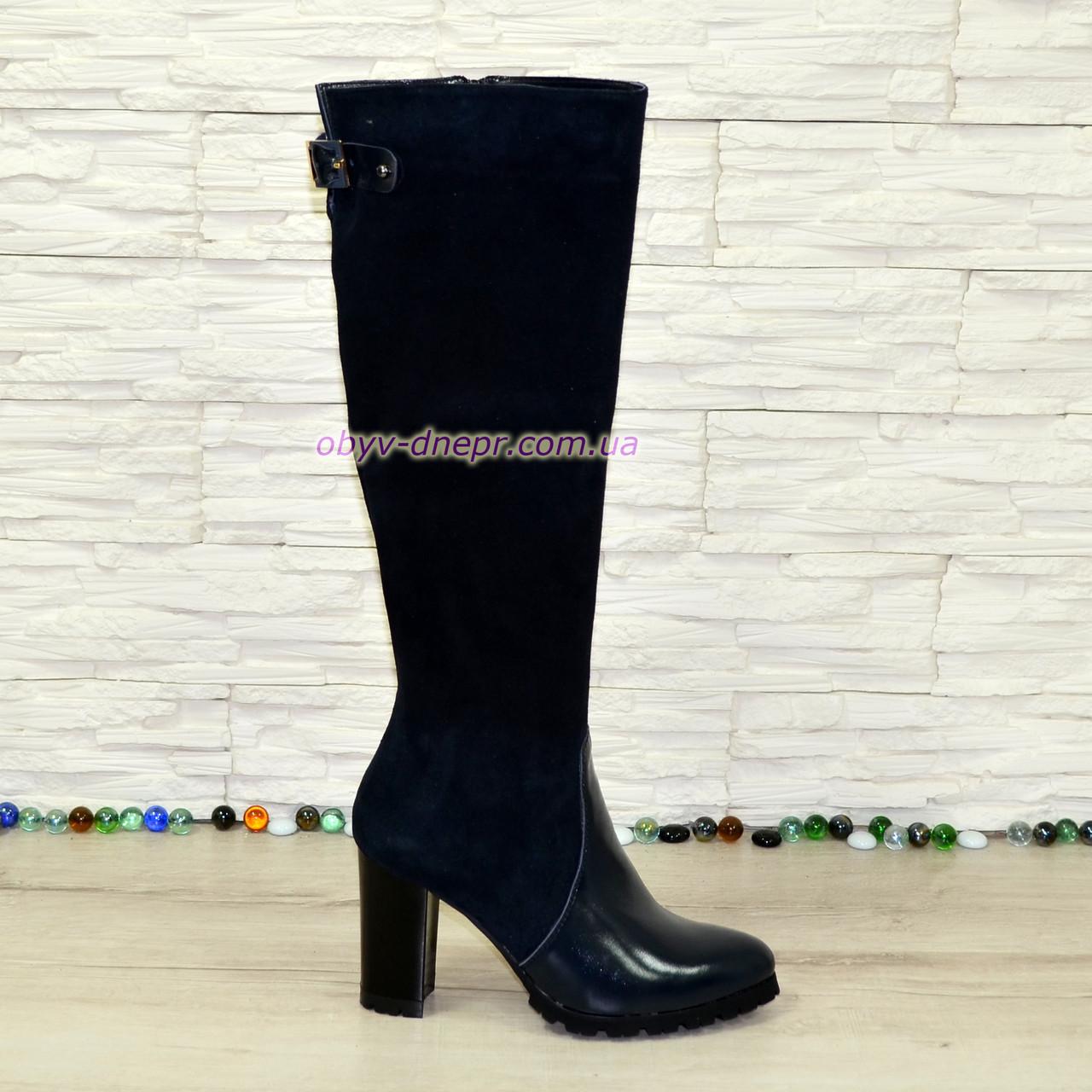 Сапоги женские демисезонные на высоком устойчивом каблуке, натуральная лаковая кожа и замш синего цвета.