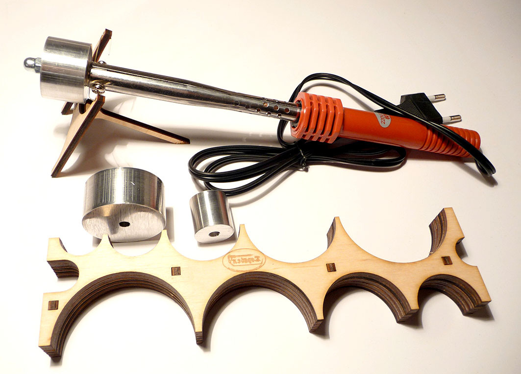 Устройство с электронагревателем для сгибания реек
