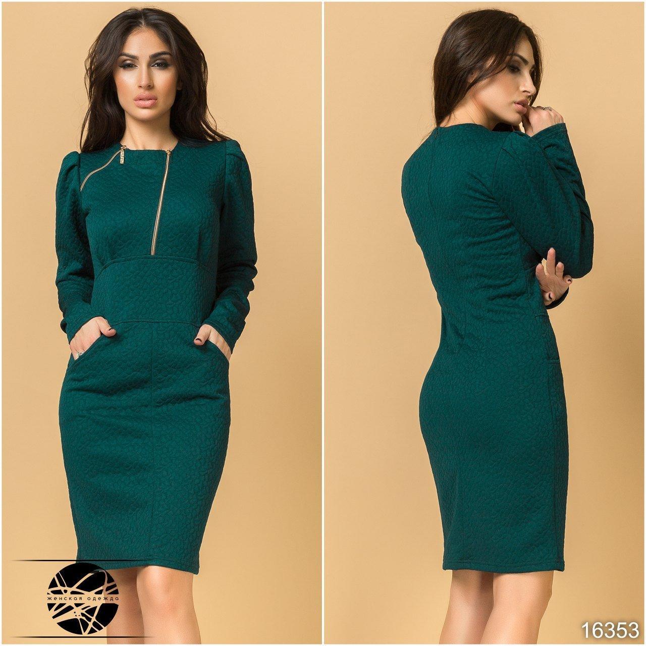 Женское трикотажное платье-футляр темно-зеленого цвета с длинным рукавом.  Модель 16353 136b8e222e5