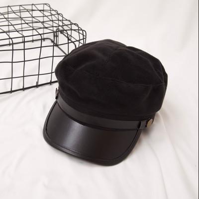 Женский картуз, кепи, фуражка плюшевый с козырьком из кожзама черный