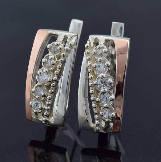 """Серебряные серьги с золотыми пластинами """"Виола"""", размер 19*9 мм, вставка белые фианиты, вес 6.15 г"""