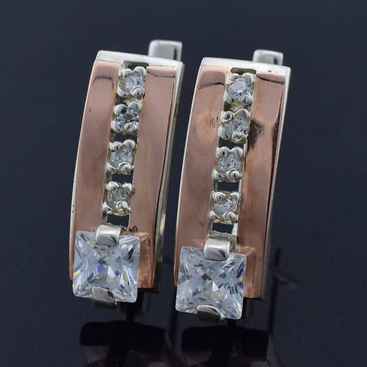 """Серебряные серьги с золотыми пластинами """"Иллюзия"""", размер 19*7 мм, вставка белые фианиты, вес 4.8 г"""
