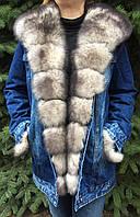 Джинсовая длинная куртка с мехом песца