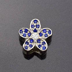 """Серебряный шарм """"Орхидеи"""", размер 10*10 мм, вставка синие фианиты, вес 2.7 г"""