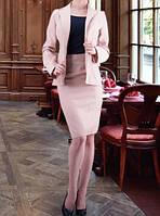 Деловой бежевый костюм с юбкой