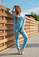 Голубой костюм с кружевом на рукавах