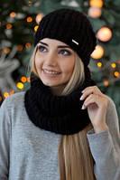 Вязаный женский комплект состоит из шарфа-хомута и одинарной шапки на флисе