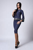 Повседневный женский костюм из юбки и кофты темно-синего цвета