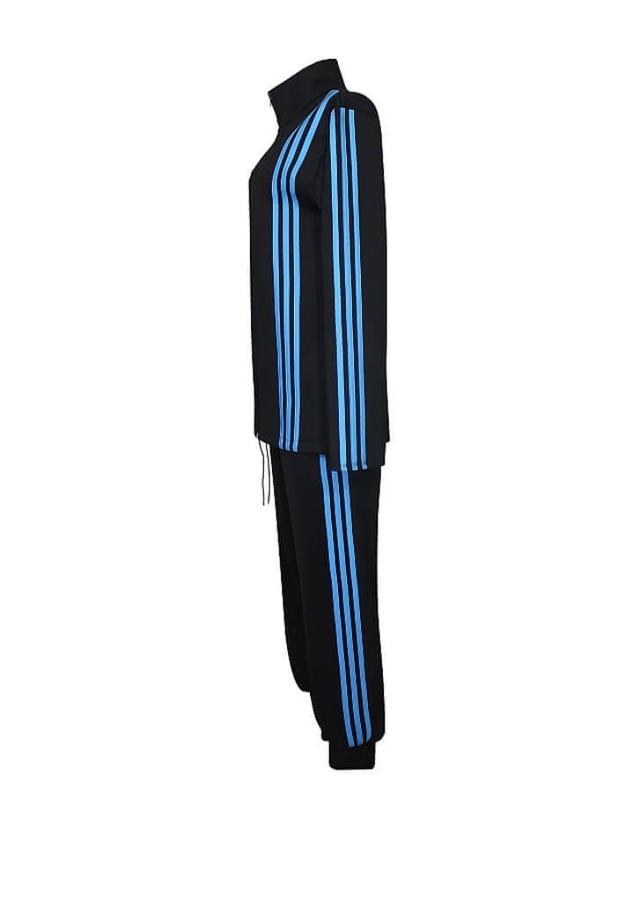 спортивный костюм стойка