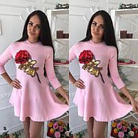 Красивое трикотажное женское платье с нашивкой роза из пайеток