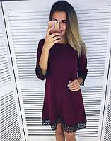 Женское платье свободного кроя с кружевом по низу
