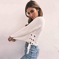 Вязаный женский свитер со шнуровкой по бокам