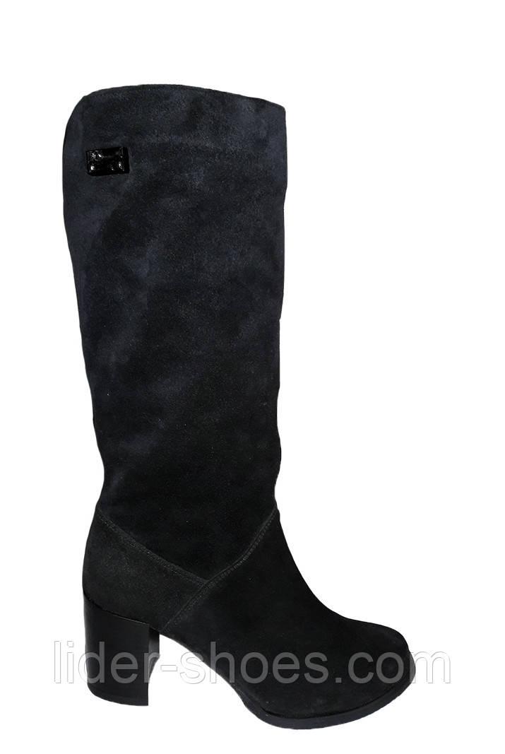 Женские замшевые сапоги на среднем каблуке
