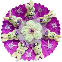 Букет из 7 мягких игрушек Зайки с розами в органзе