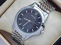 Кварцевые часы Gucci серебристые с черным циферблатом