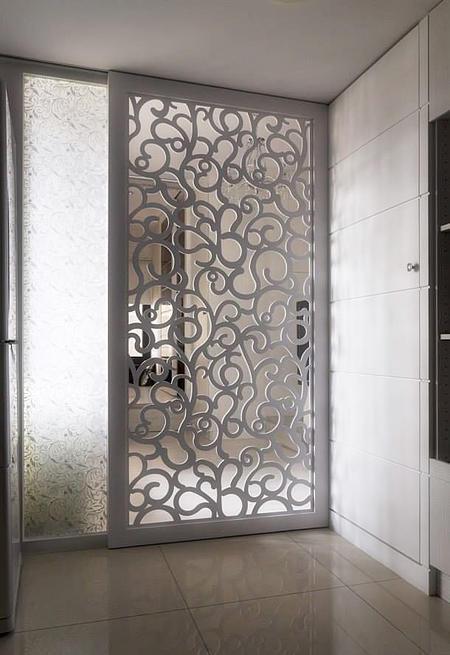 Двери с перфорированной решеткой