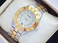 Комбинированые часы Pandora с перламутровым циферблатом и датой