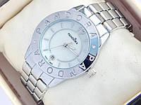 Серебряные часы Pandora с перламутровым циферблатом и датой
