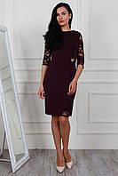 Симпатичное платье с гипюром красиво облегающее по фигуре