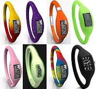 Водонепроницаемые светящиеся силиконовые часы для активных стильных людей, для бассейнов и походов Зеленый