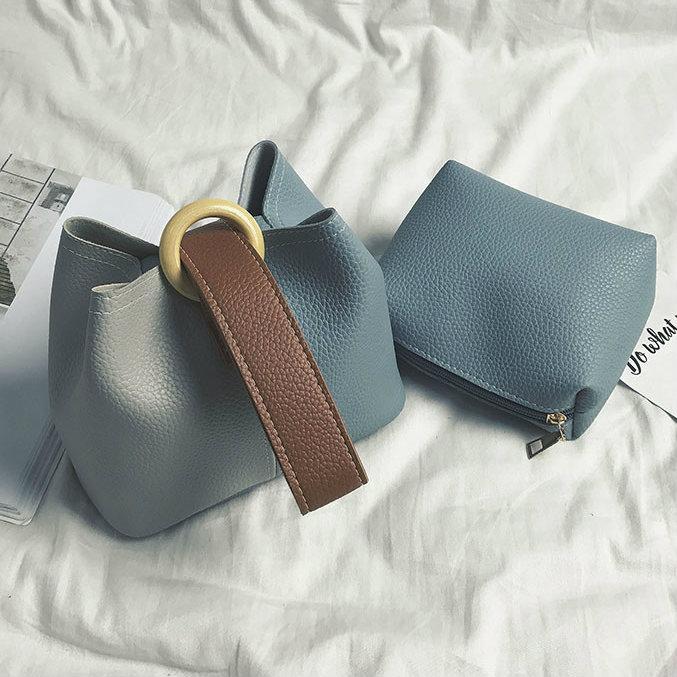 Маленькая сумочка через плечо с косметичкой