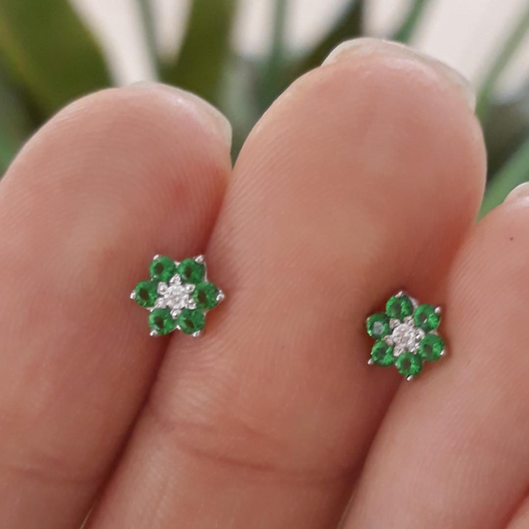 Серебряные детские серьги Цветочки Зеленые