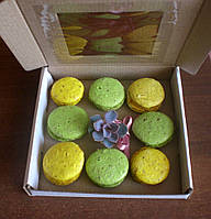 Упаковка для тістечок макарун з живим букетом