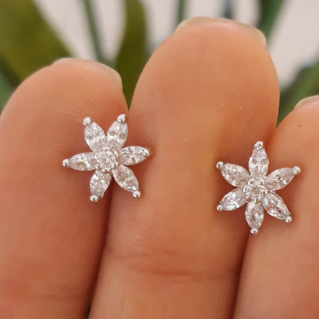 Серебряные детские серьги Цветочки белые
