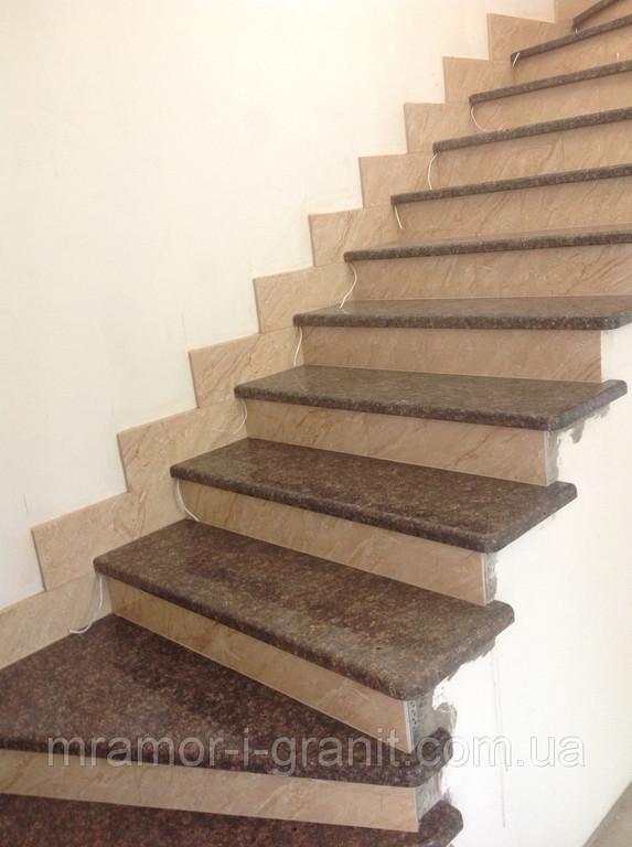 Лестница из коричневого гранита 1