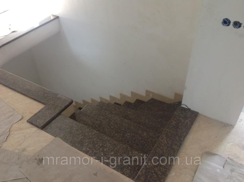 Лестница из коричневого гранита 2