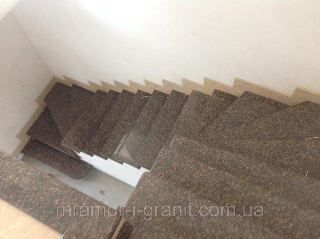 Лестница из коричневого гранита 4