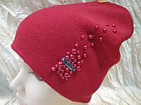 Шапочка украшенная бусинками цвет красный