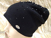 Женская шапочка украшенная бусинками цвет чёрный