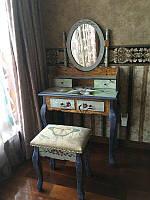 Туалетный столик Лилия с зеркалом и табуретом.