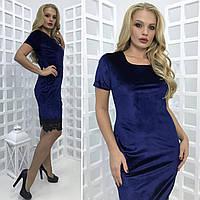 Стильное платье-футляр со вставками кружева батал