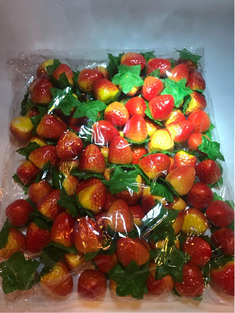Искусственный фрукт клубника.Муляж клубники.