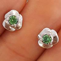 Серебряные серьги пусеты гвоздики с зеленым камнем
