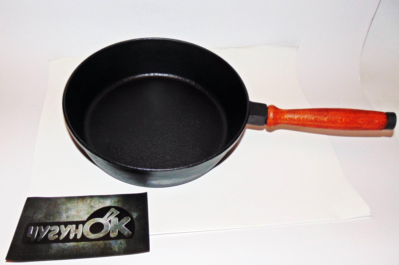 Сковорода чугунная  с деревянной ручкой 240х60 Чугунок