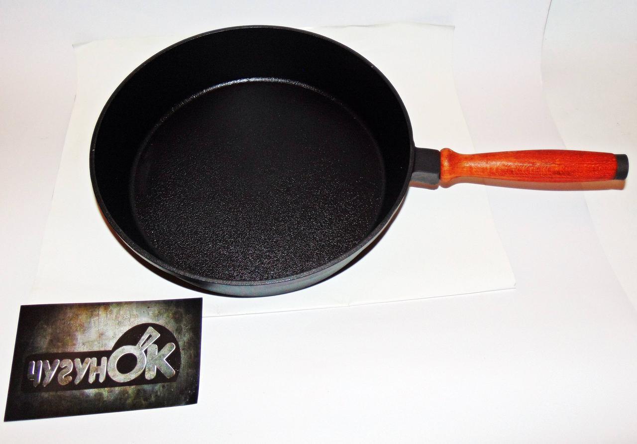 Сковорода чавунна з дерев'яною ручкою 280х60 Чавунець
