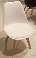 Стул Meet M8 из серии DSM Eames Style, белый пластиковое сиденье с мягкой подушкой на буковых ножках