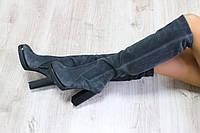 Зимние натуральные замшевые сапоги ботфорты на каблуке серые