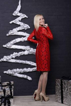 Женское трикотажное платье с гипюром красное, фото 2
