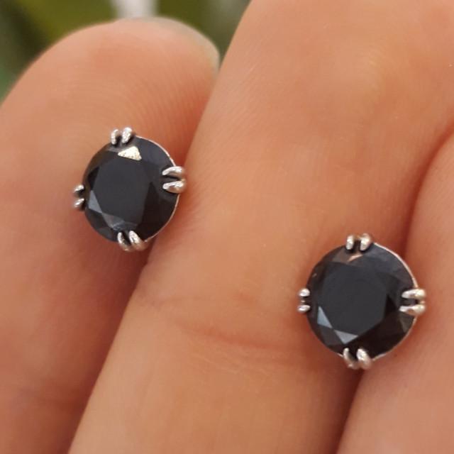 Серьги гвоздики с черным камнем 6 мм Серебро 925 фото 2