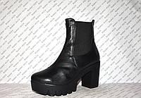 Ботильоны кожаные на небольшом толстом каблуке черные осень-весна на змейке и резинке код 1107